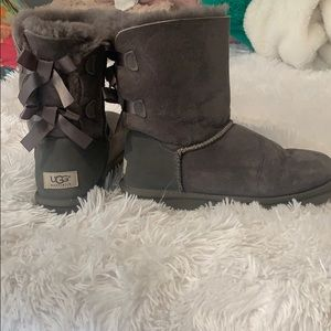 WOMENS UGG size 7 gray boots with bows